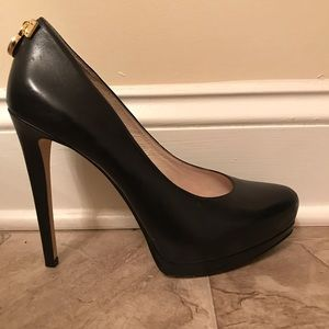 Michale Kors black leather pumps / Size 8